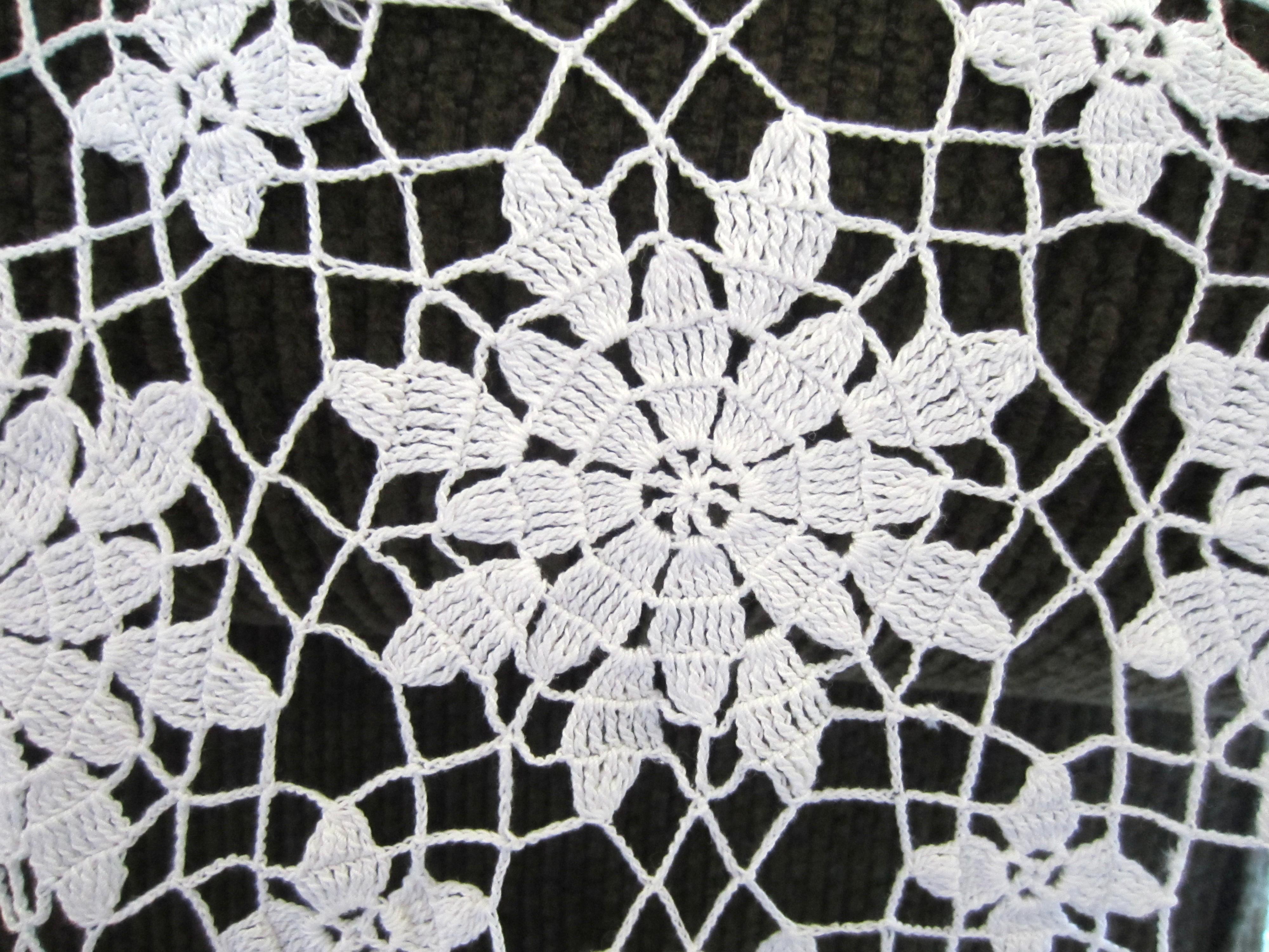 my grandmother s crochet floral motif tablecloth g. Black Bedroom Furniture Sets. Home Design Ideas