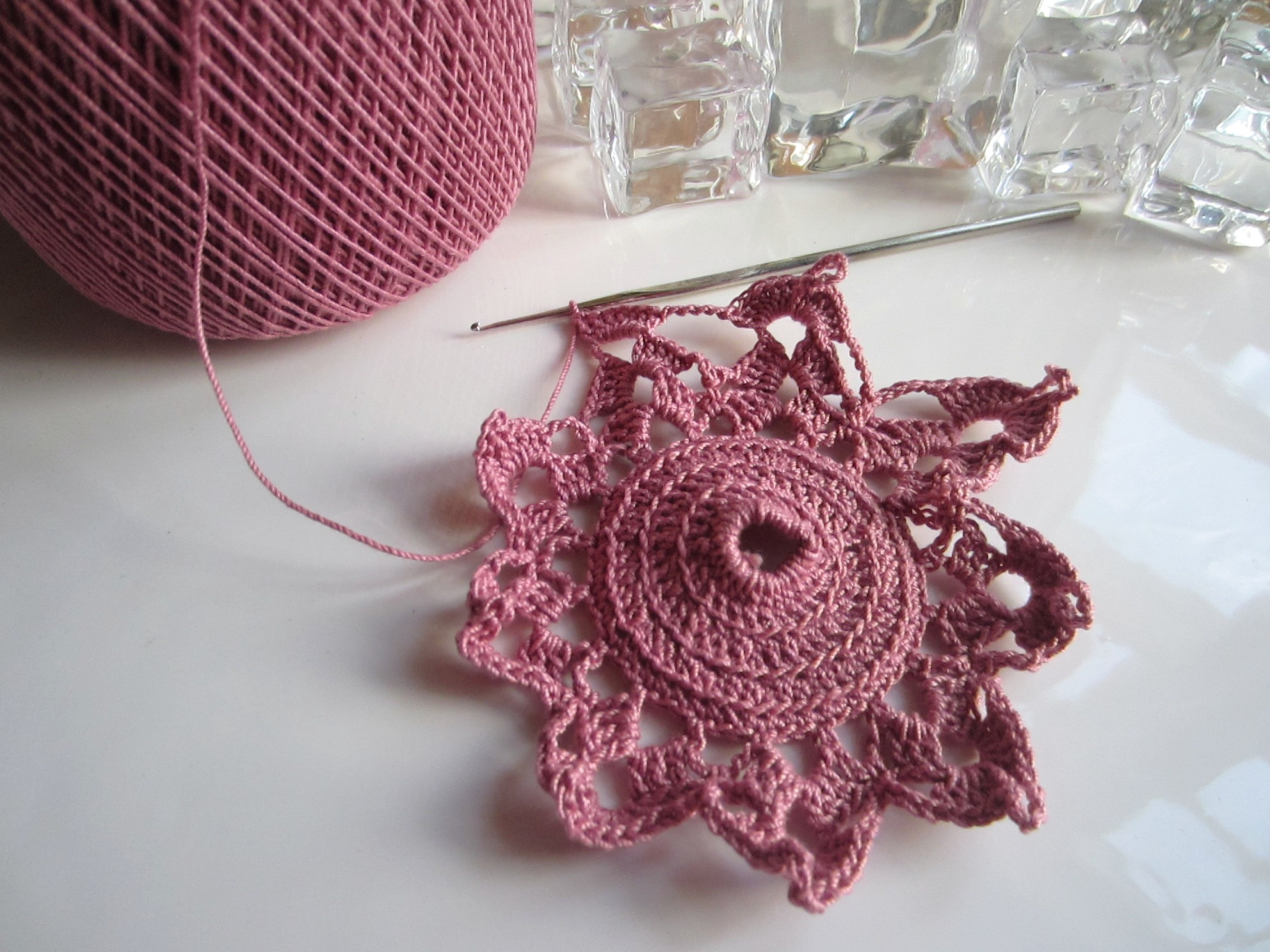 Crochet Ornaments : crochet, Christmas, ornaments, thread 002 G-Ma Ellens Hands ...