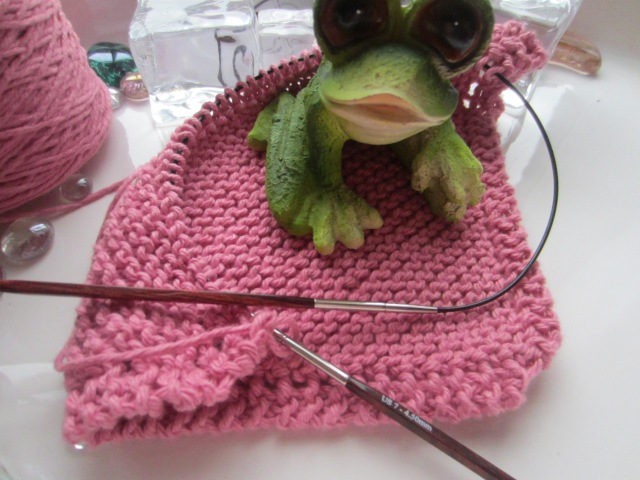 Knitting with my little buddies.   :)  (I love frogs!)