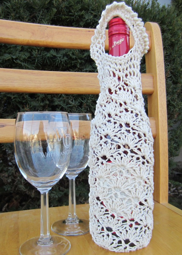 Crochet Wine Tote PDF Pattern.  Listed on Ravelry, available in my Etsy shop.