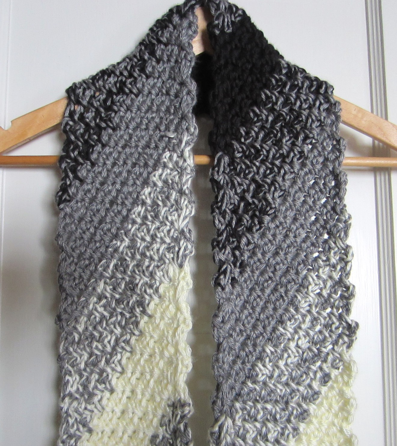 crochet, scarf, black and white, diagonal 002 G-Ma Ellens Hands ...
