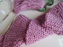 grey, purple pink, potato chip scarf, short rows, knitting 003