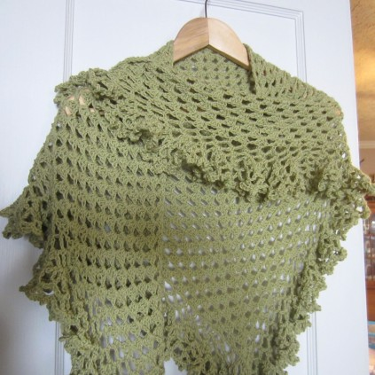 ruffle border, crochet library, granny scarf, green, shawlette 007