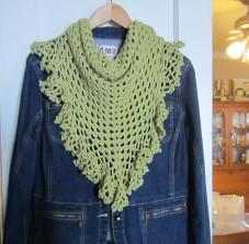 ruffle border, crochet library, granny scarf, green, shawlette 010