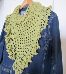 ruffle border, crochet library, granny scarf, green, shawlette 011