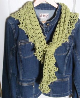 ruffle border, crochet library, granny scarf, green, shawlette 014
