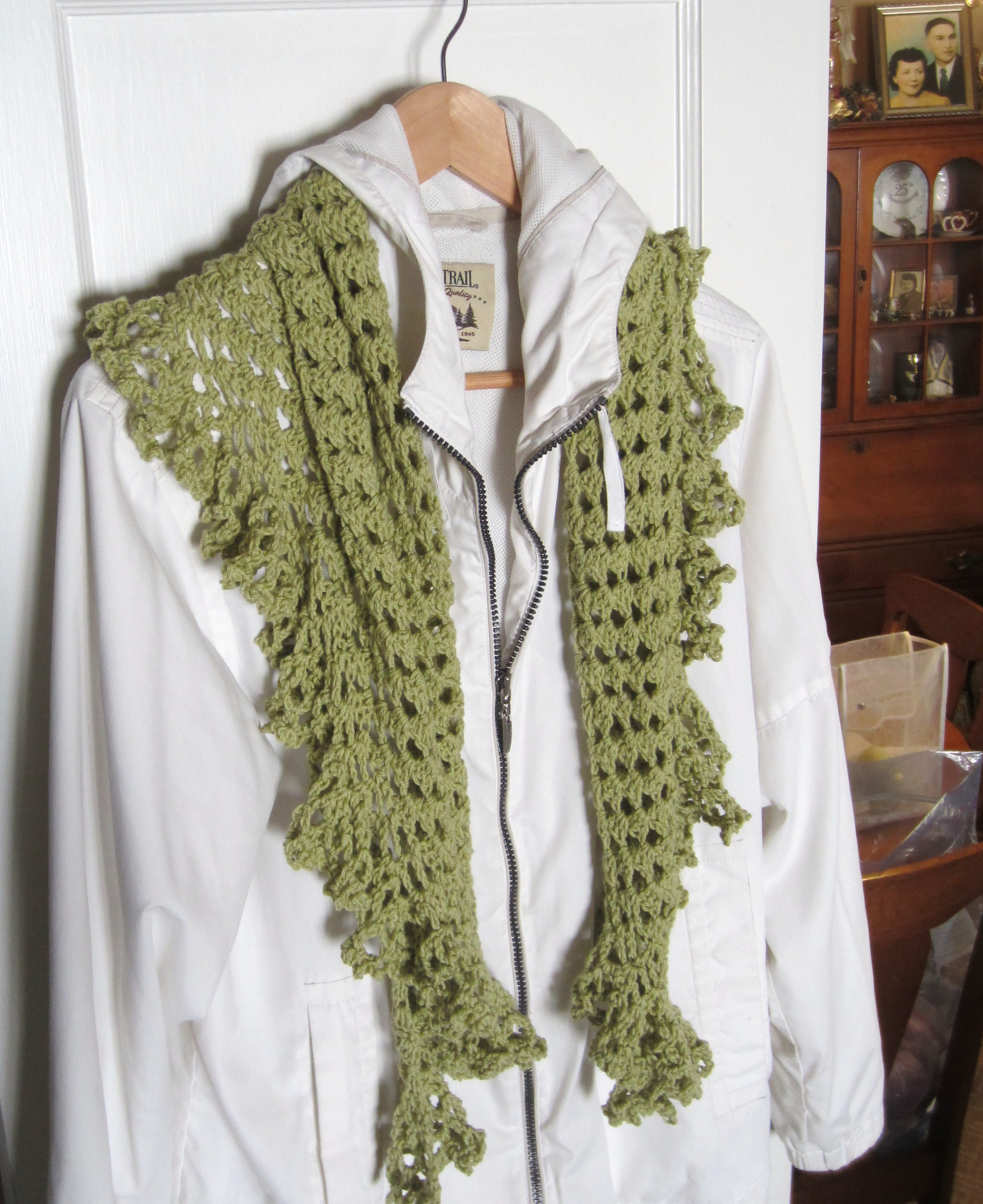 Crocheting Scarf : ruffle border, crochet library, granny scarf, green, shawlette 015