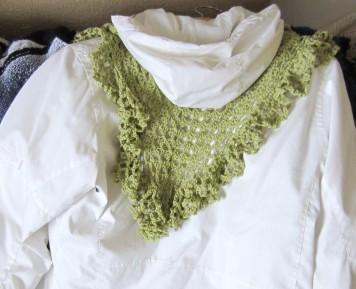 ruffle border, crochet library, granny scarf, green, shawlette 017